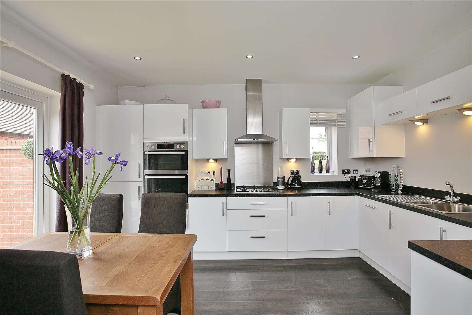 4 Bedrooms Detached House for sale in Saturn Way, Stratford-Upon-Avon